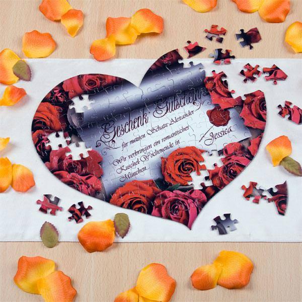 Gutschein für Verliebte in Form eines Herz Puzzles
