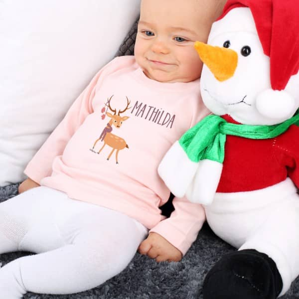 Rosa Babypullover mit Ihrem Wunschnamen und Rentier