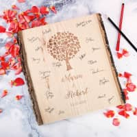 Gästebuch zur Hochzeit - Holzscheibe mit persönlicher Gravur