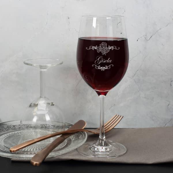 graviertes Weinglas Weinreben Ornamente mit Wunschname
