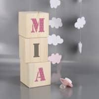 Holzwürfel mit Ihrem Wunschnamen zur Geburt für Mädchen