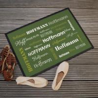 Grüne Fußmatte mit Ihrem Namen in verschiedenen Schriftarten