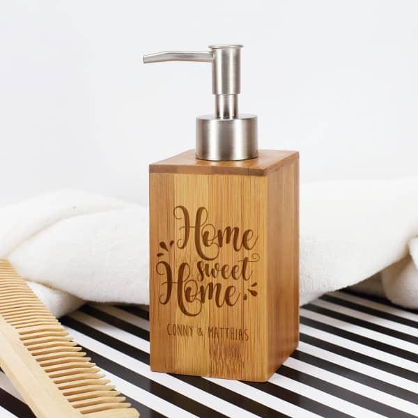 Seifenspender Home Sweet Home aus Bambus mit Namen nach Ihrem Wunsch graviert
