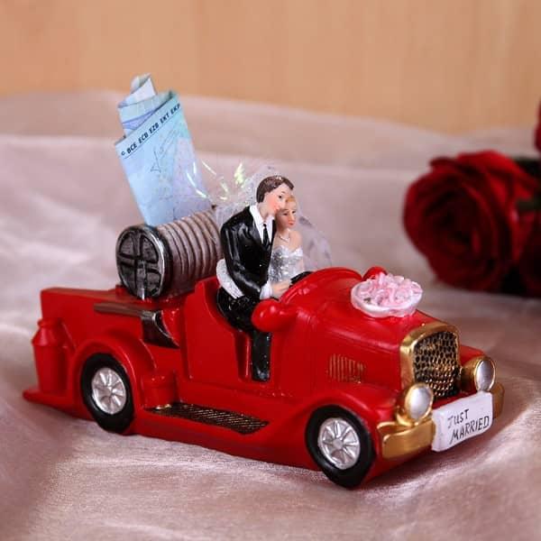 Spardose Hochzeitspaar in Feuerwehrauto