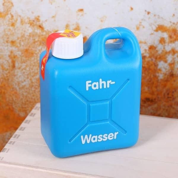 Fahrwasser Schnaps im Mini-Kanister