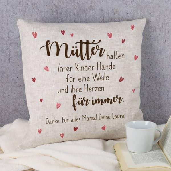 """Kissen """"Mütter halten ihrer Kinder Hände"""" mit Wunschtext"""