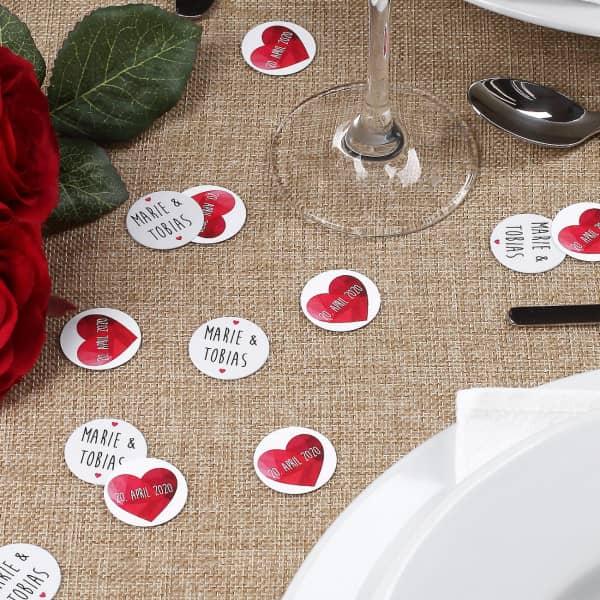 Konfetti zur Hochzeit mit Namen, Datum und polygonalem Herz