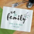 großes Schneidebrett - we are family - mit Ihrem Wunschtext, 39 x 28,5 cm