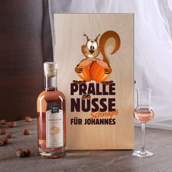 Personalisiertes Geschenkset mit Grappaglas und Haselnussschnaps