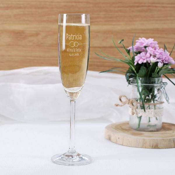 Graviertes Sektglas als Gastgeschenk zur Hochzeit