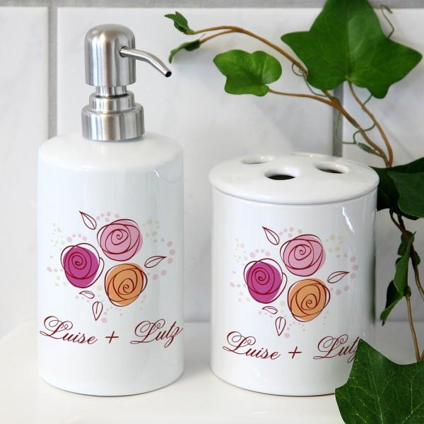 Stilvolles Badset mit Rosen