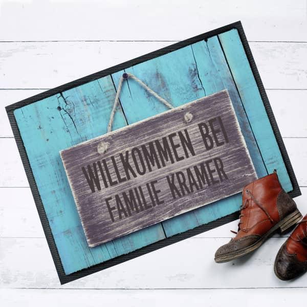 Moderne Fußmatte Willkommen bei... mit Ihrem Namen
