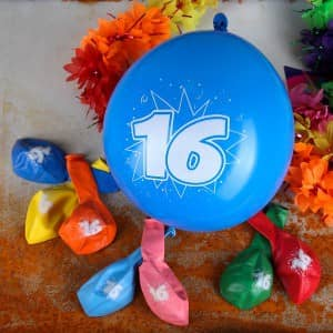 Luftballons mit der Zahl 16 bedruckt