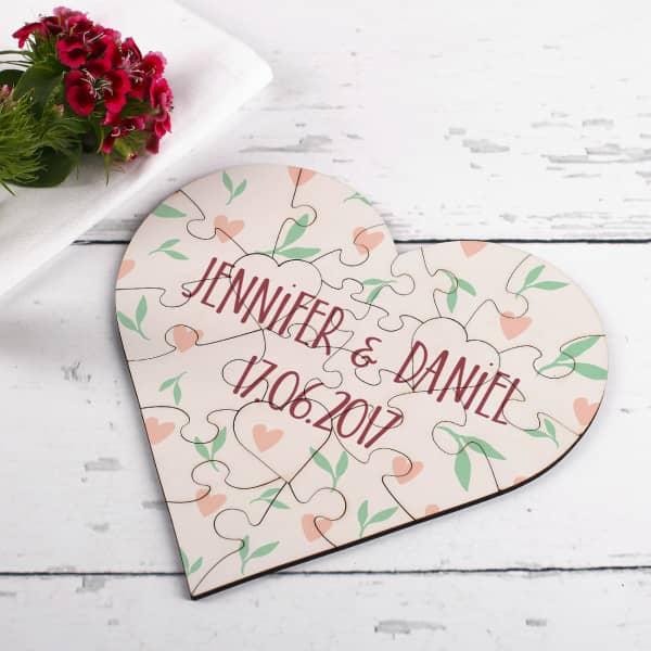 Herzpuzzle bedruckt mit den Namen des Paares und Datum aus MDF
