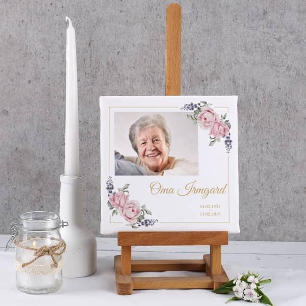 Gedenkleinwand mit Foto, Rosen, Name und Datum - 20 x 20