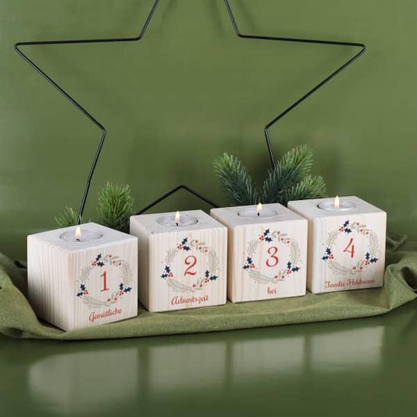 Vier Teelichter aus Holz als Adventskranz mit Name bedruckt