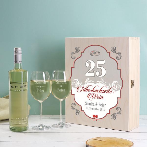Silberhochzeitswein mit gravierten Gläsern in Holzbox