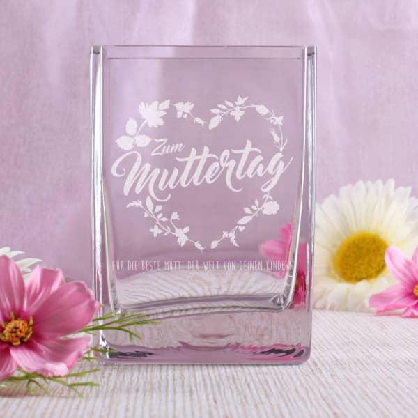 Vase zum Muttertag mit Blumenherz und Wunschtext