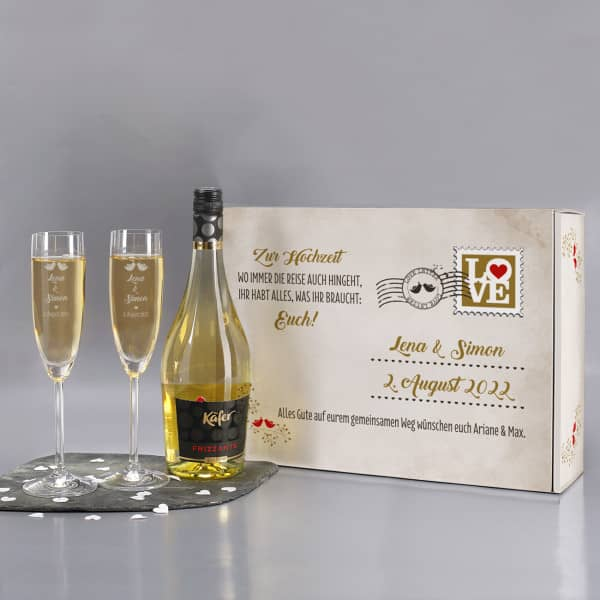 Gravierte Sektgläser mit Secco in romantischer Geschenkverpackung