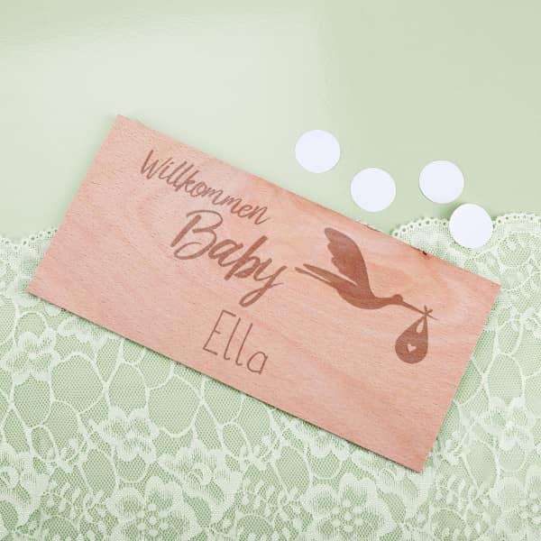 Holzkarte Willkommen Baby zur Geburt mit Namensgravur