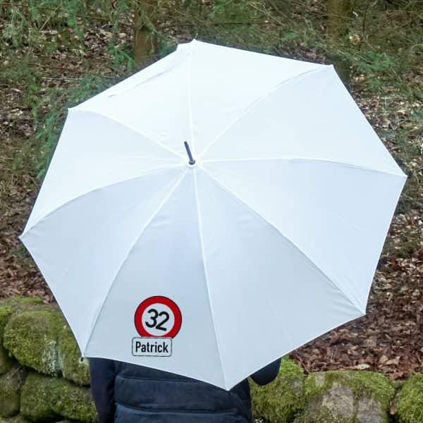 Individuellbekleidung - Regenschirm mit persönlichem Verkehrszeichen und Namensaufdruck - Onlineshop Geschenke online.de
