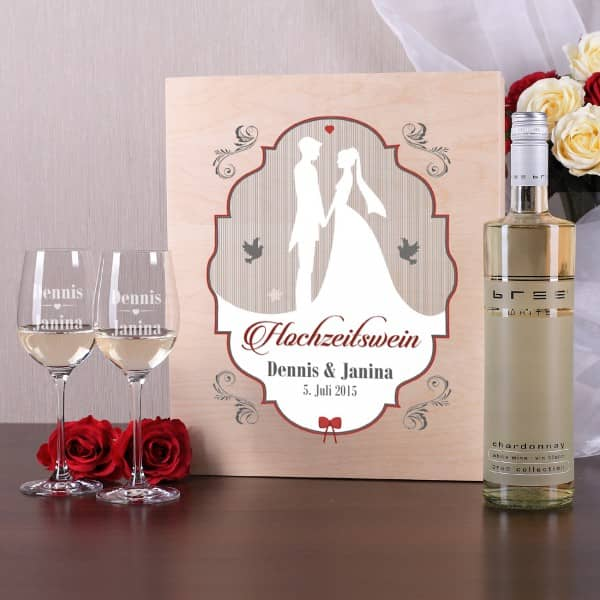 Weinset zur Hochzeit aus 2 gravierten Gläsern mit Wein in Holzbox