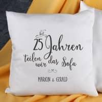 Kissen für Paare - Seit Jahren teilen wir das Sofa - mit Jahreszahl und Wunschtext