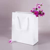 weiße Geschenktasche - 21 x 18 cm