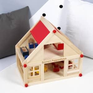 Puppenhaus aus Holz mit Gravur