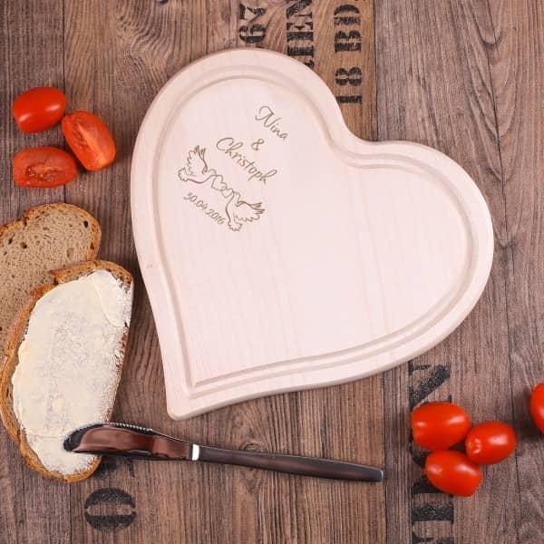 Mittleres Herz-Holzbrett mit Tauben und Wunschgravur