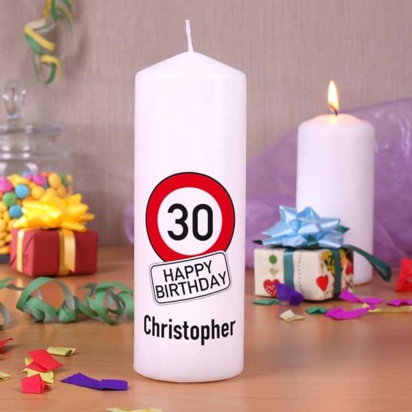 Geburtstags-Kerze Happy Birthday mit Name und Alter im Verkehrszeichen