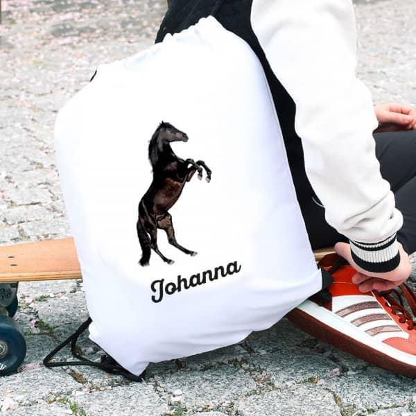 Individuellbabykind - Sportbeutel mit schwarzem Hengst und Name - Onlineshop Geschenke online.de