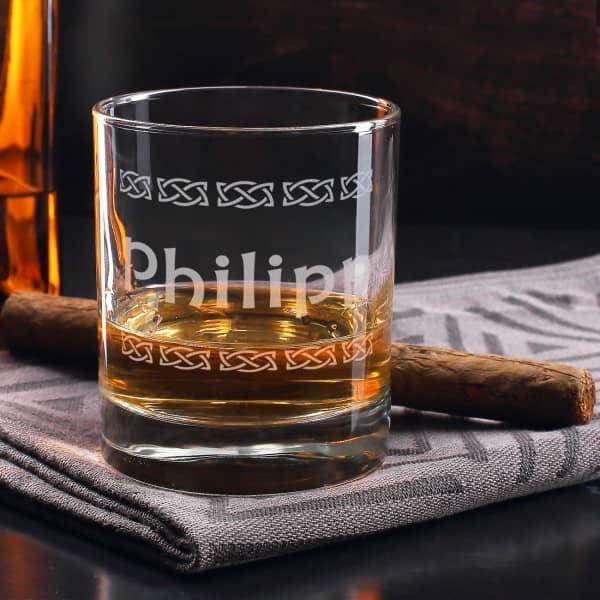 Whiskyglas von Stölzle mit graviertem Namen und keltischen Symbolen