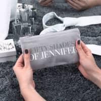 Graues Beautycase mit Name für Schminksachen und Accessoires