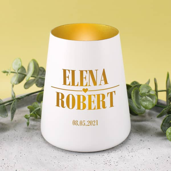 Windlicht in Weiß mit Innenseite in Gold als Geschenk zur Hochzeit mit Gravur von Namen und Datum