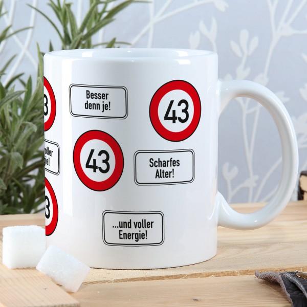 große Kaffeetasse zum 43. Geburtstag mit Verkehrszeichen 43