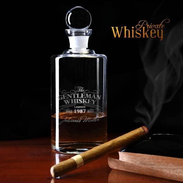 Whiskeykaraffe mit Wunschnamen uns Jahr