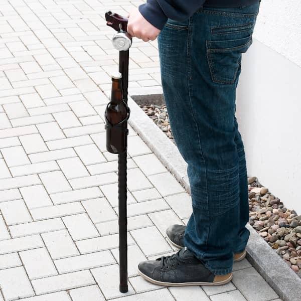 Witzigspassgeschenke - Wanderstock mit Klingel und Getränkehalter - Onlineshop Geschenke online.de