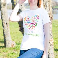 T-Shirt zum Muttertag mit einem Herz aus den Namen der Kinder