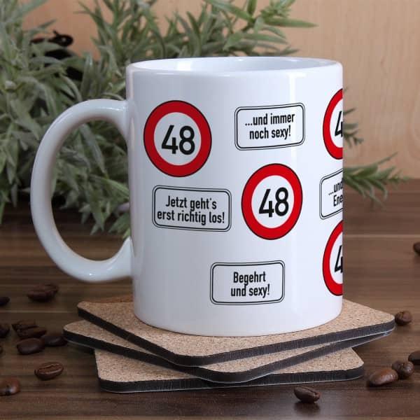 große Kaffeetasse zum 48. Geburtstag mit Verkehrszeichen - 48 -