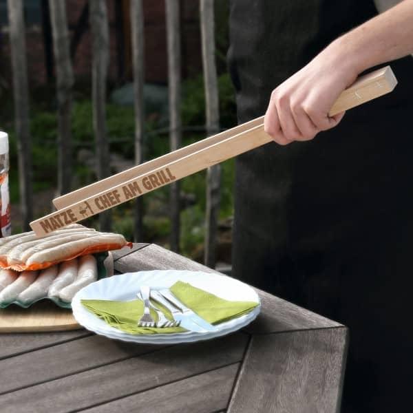 Grillzange aus Holz