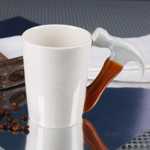 Keramikbecher mit Werkzeuggriff - Hammer