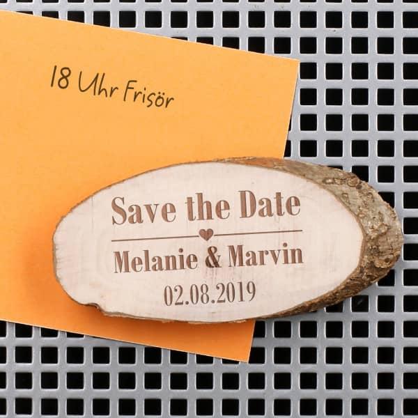 Save the Date Magnet mit gravierter Holzscheibe