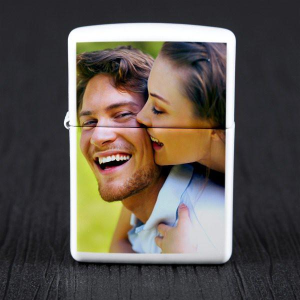 Weißes Zippo Feuerzeug mit Foto in Geschenkverpackung