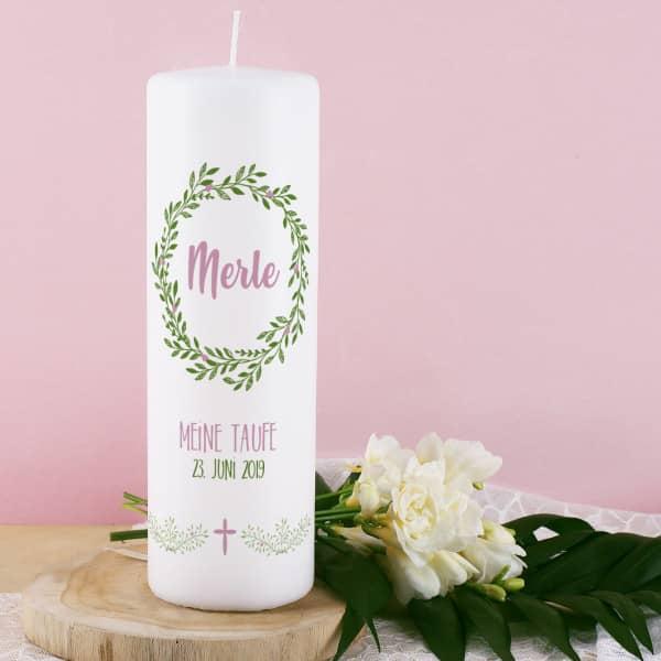 Kerze Für Taufe Kommunion Oder Konfirmation Mit Floralem Kranz Name Datum Und Wunschtext