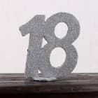 Silberne Dekozahl 18 mit Standfuß - Tischdekoration