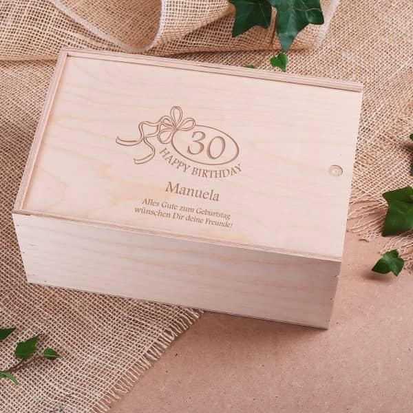 Holzbox als Verpackung zum Geburtstag mit Gravur Jahreszahl