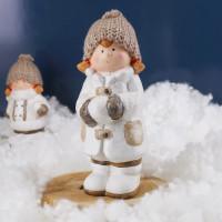 Großes Winter-Mädchen mit Mütze & Glitzermantel