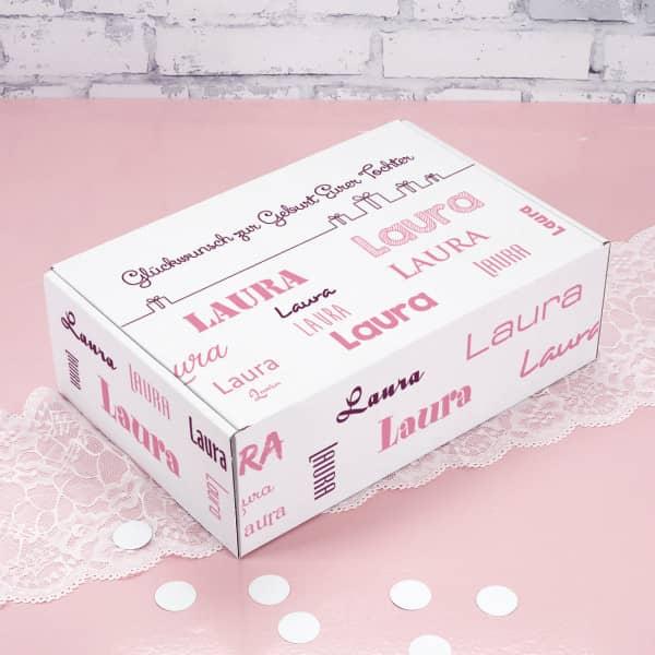 Geschenkverpackung mit Wunschtext und Name in verschiedenen Schriftarten - rosa