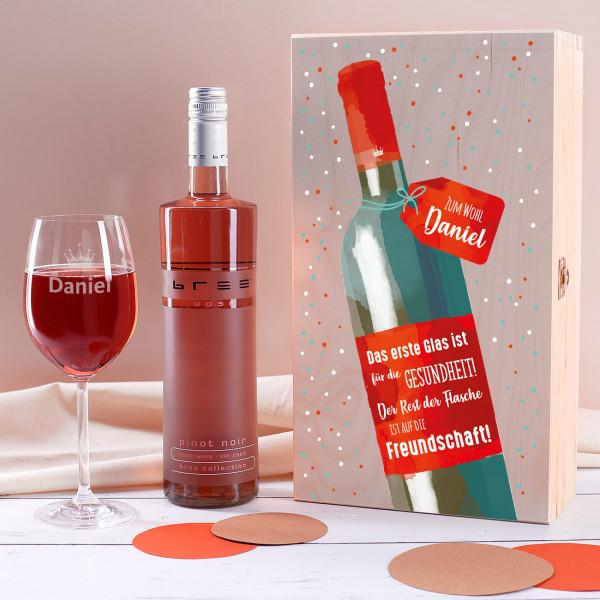 Weinset Auf die Freundschaft mit graviertem Glas in edler Holzverpackung
